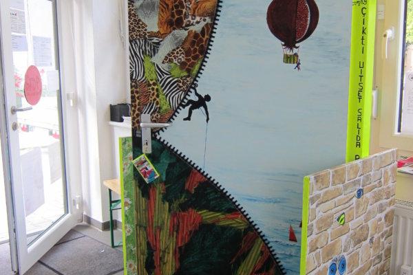 """Kunst-Projekt """"24 Türen"""" vollendet"""
